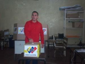 Enmanuel Pulgar realizando el acto de Votación 26-09-2010